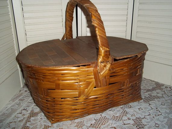 Vintage woven Farmhouse Picnic Basket mid by mypicketfencecottage