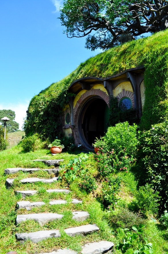 Hobbiton, New Zealand http://media-cache6.pinterest.com/upload/145874475400400292_ZBUGgibq_f.jpg  bhitchon world travels