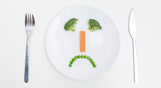 Пхоло на диете?!  Если вы вдруг заметите, что страдаете от головной боли, чувствуете сонливость, у вас плохое настроение, наступает небольшое замешательство, как так, я худею, а чувствую себя хуже. Но, если вы снова начнете кушать вредную пищу, разве вы будете чувствовать себя лучше?