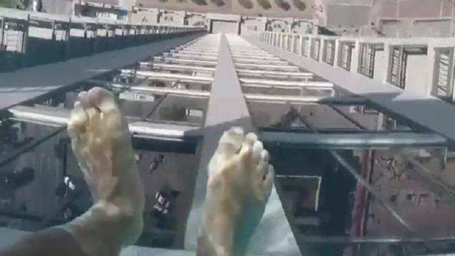 Αυτή η πισίνα βρίσκεται στην οροφή του Market Square Tower, ενός 40-όροφου κτιρίου πολυτελών διαμερισμάτων στο κέντρο του Χιούστον στο Τέξας. Η ιδιαιτερότητα αυτής της πισίνας είναι ότι έχει ένα διαφανές γυάλινο πυθμένα πάχους 20 εκατοστών. Επιτρέπει στους κολυμβητές να […]