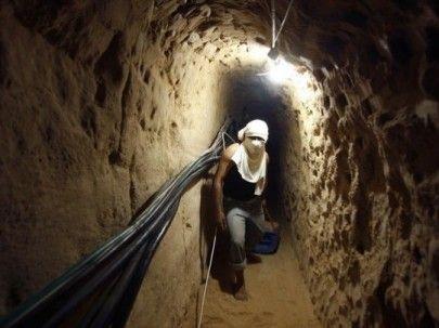 Terowongan Gaza Runtuh Delapan Pekerja Palestina Selamat  Foto: PNN (Dokumentasi)  GAZA Kamis (IMEMC): Delapan pekerja Palestina kemarin (8/3) berhasil selamat dari insiden runtuhnya sebuah terowongan bawah tanah di selatan perbatasan Jalur Gaza dengan Mesir. Demikian ungkap sejumlah sumber kepada WAFA. Tim pertahanan sipil berhasil menarik delapan pekerja yang terjebak di bawah reruntuhan setelah terowongan roboh ketika mereka berada di dalamnya.  Penjajah Zionis memberlakukan blokade yang…