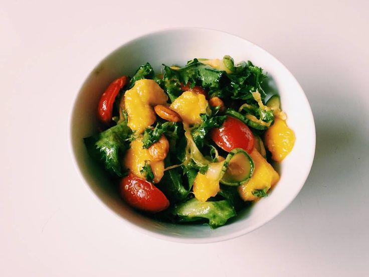 Algumas hortaliças são bem amargas e a salada pode ficar com gosto forte se não adicionarmos os ingredientes certos. Chicória, endívia, radicchio, entre outros pedem um sabor mais adocicado para...