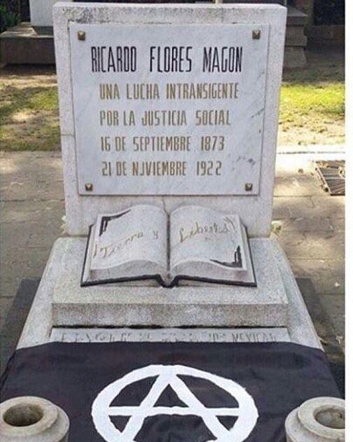 """Homenaje a #RicardoFloresMagón """"Un día como hoy de 1922 -hace 95 años- es asesinado en prisión por el gobierno de Estados Unidos uno de los revolucionarios más grandes que ha dado la humanidad el anarquista oaxaqueño Ricardo Flores Magón. Prefirió morir en prisión antes que arrepentirse de su rebeldía: <En el Departamento de Justicia se dijo al Sr. Weinberger que nada puede hacerse en mi favor si no hago una solicitud de perdón. Esto sella mi destino; cegaré me pudriré y moriré dentro de…"""