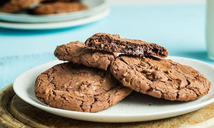 Brownie cookies skal være seig og saftig – akkurat som brownies. Følg disse fem stegene, så er du garantert seige brownie cookies!