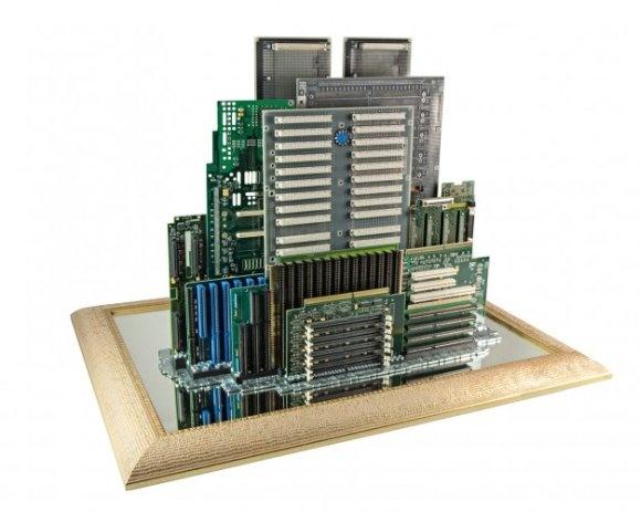 As esculturas de cidades feitas de peças de computador de Franco Recchia