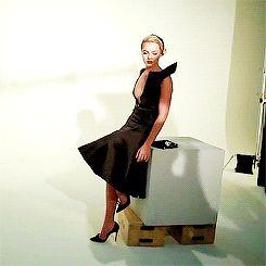 Margot Robbie GIF
