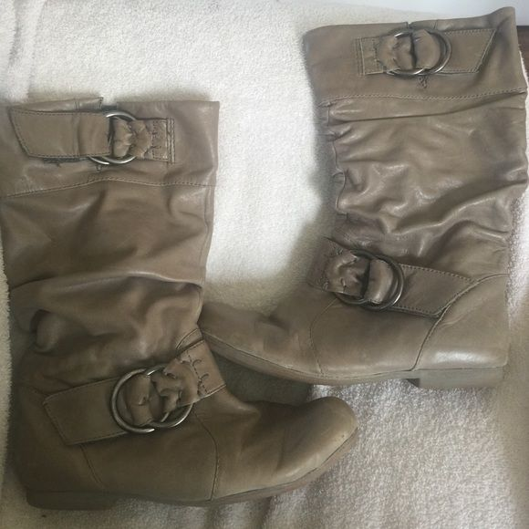 Womens aldo boots. Size 38. Taupe. Size 38 Womens Aldo boots. Really nice taupe color. Worn but still a lot of life left in these. Very comfortable. ALDO Shoes