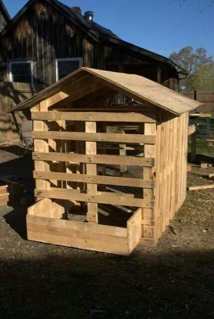 Cool pallet coop chicken love pinterest pallet coop Chicken coop from pallet wood