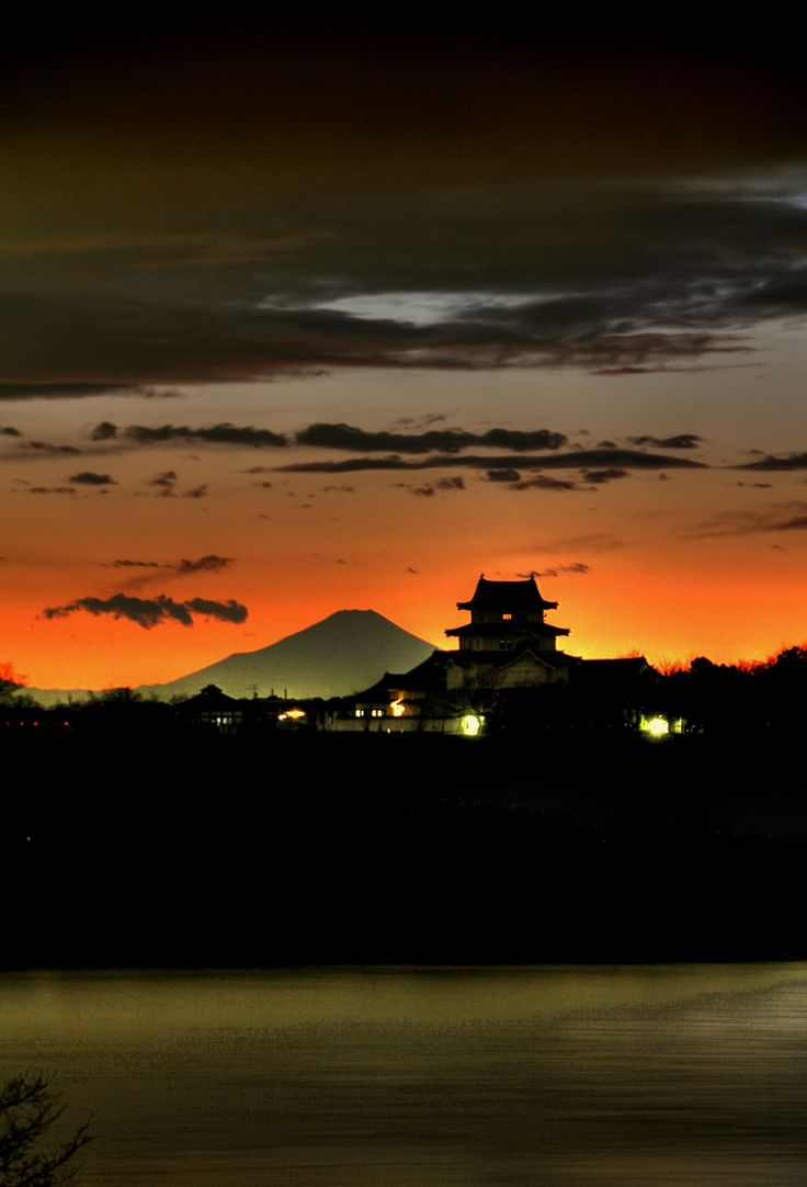 Japanese castle and Mont Fuji. 関宿城の夕景