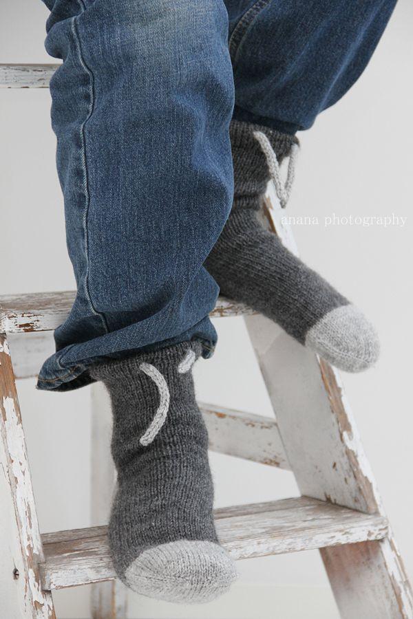 Wormz by anana, koko 39   Sukat neulotaan kärjestä varteen kaksi sukkaa kerralla ja pyöröpuikolla.  Mikäli tekniikka on uusi sinulle, voi...