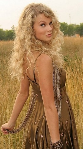 Taylor swift challenge day 29- post anything that involves Taylor Swift: here is a picture