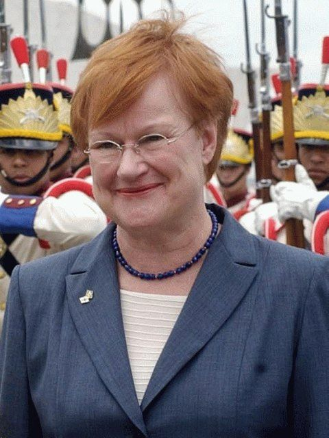 Suomen presidentti nro 11. Tarja Halonen s. 24.12. 1943 Helsinki, the eleventh president of Finland, Elected as president in 2000, and re-elected in 2006. Finland's first female president. President 2000-2012, Social Democratic Party (SDP).