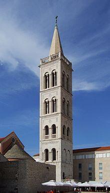 Cattedrale di Sant'Anastasia (Zara) -  Campanile ( la costruzione ebbe inizio nel 1452, ma terminò solo nel 1893 ).