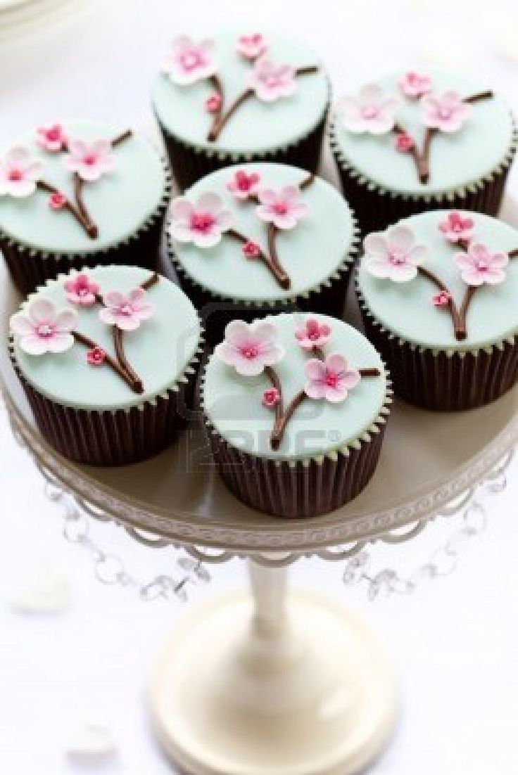 Cupcakes with flowers Cupcakes on Twinkelcake