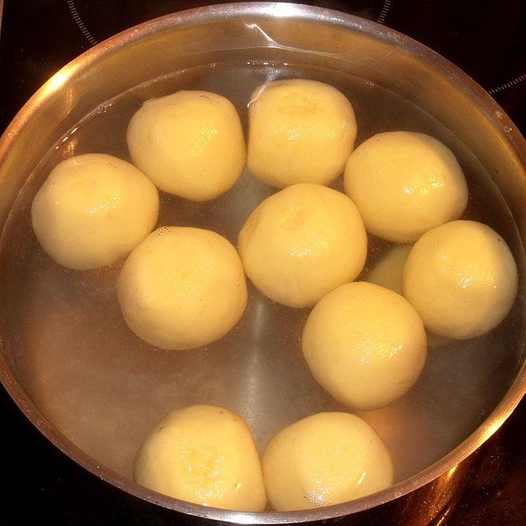 Surina's seidene Kartoffelklöße aus gekochten Kartoffeln (Rezept mit Bild) | Chefkoch.de