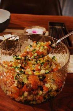 箸休めのサラダということですが、とても美味しそう♡ ロミロミ風なのは、サーモンが細かくしてあるからでしょうか。ちなみに「romiromi(ロミロミ)」とは、ハワイ語で「もみもみ」の意味だそうです。でも、この具材はもみもみせずにまぜまぜしてくださいね♪