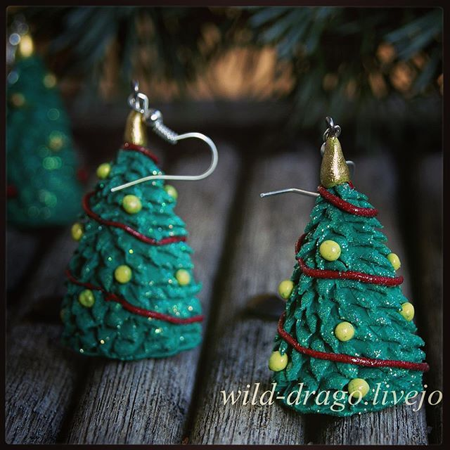 Christmas tree earrings---SALE---200 ZAR--- #earrings #order #christmas #christmasgifts ##polymerclay #polymerclaytutorial #bywilddrago #wilddragocraftshop Welcome to the magical world of unique gifts. Here you can see my work. And do you know where you can buy beautiful gifts from polymer clay for him, for her, for mum, for dad, for a friend to all. @WildDrago_CraftShop