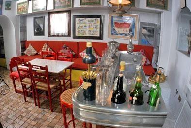Bar at La Chascona. I die.