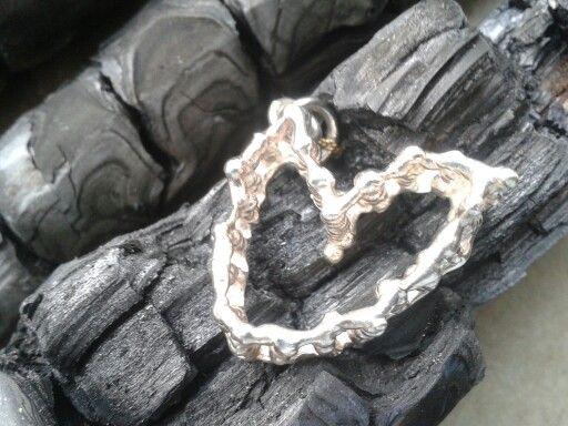 Zilvere hart met een hartje van goud! Hanger  by tilltil www.sierraadsels.nl