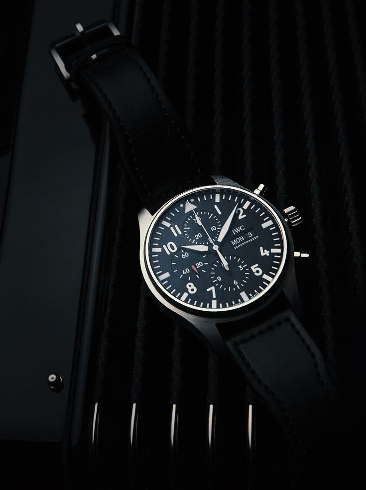 Discover the IWC Pilot's Watch Chronograph. Clarity and outstanding legibility under all conditions are the watch's hallmark features.
