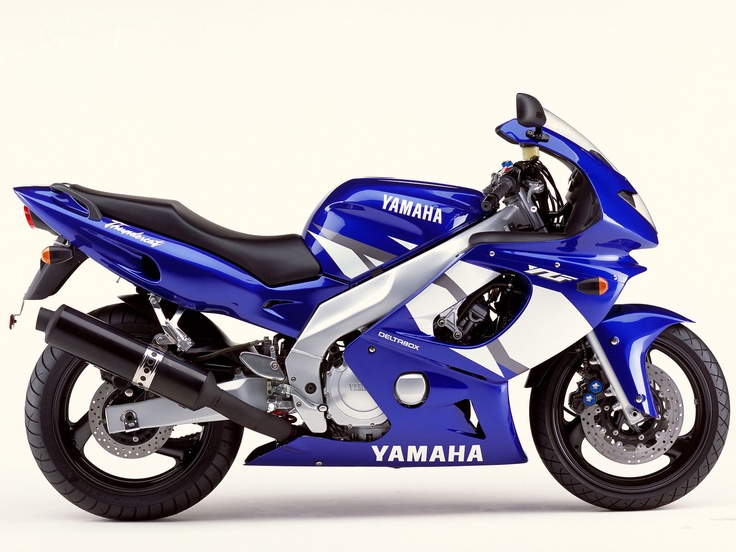 I stepped up to this, the yamaha yzf 600 r thundercat for my first 600 cc race.