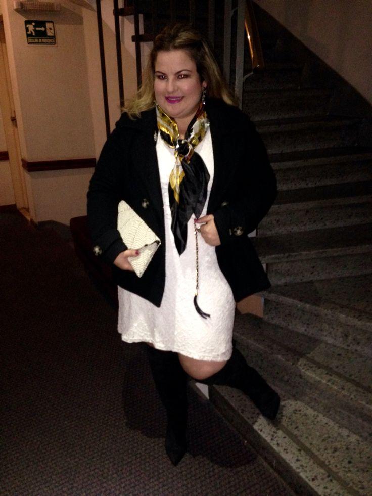 Vestido renda branco e casaco preto