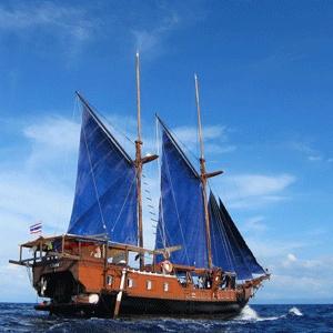 Sailing aboard the Komodo Liveaboard http://wickeddiving.com/komodo/3-day-komodo-liveaboard