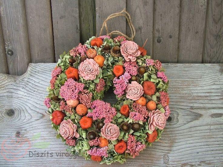 Mi minden van ebben a szépséges őszi ajtódíszben? Az ősz legszebb termései és száraz virágok hortenzia alapon.