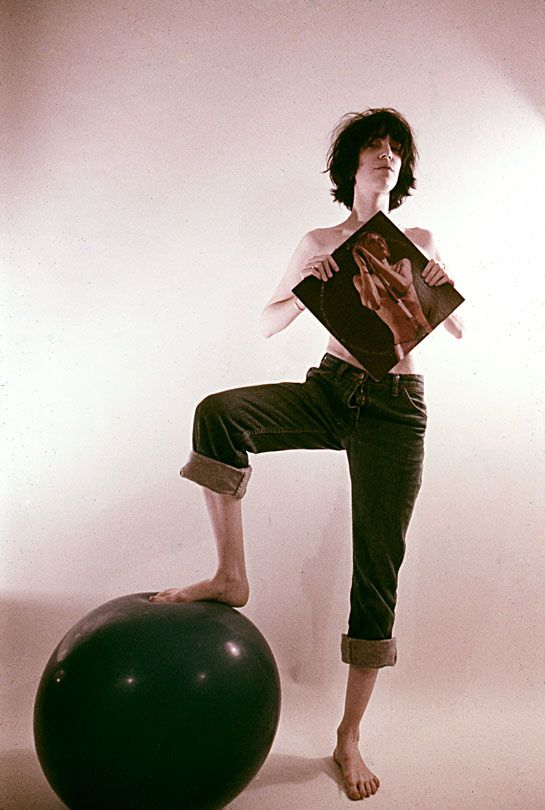 Patti Smith en 1974 http://www.vogue.fr/mode/inspirations/diaporama/icones-en-jean/7655/image/514536#patti-smith-en-1974