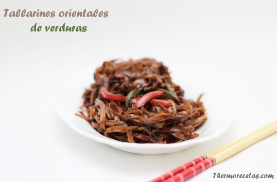 Tallarines orientales con verduras