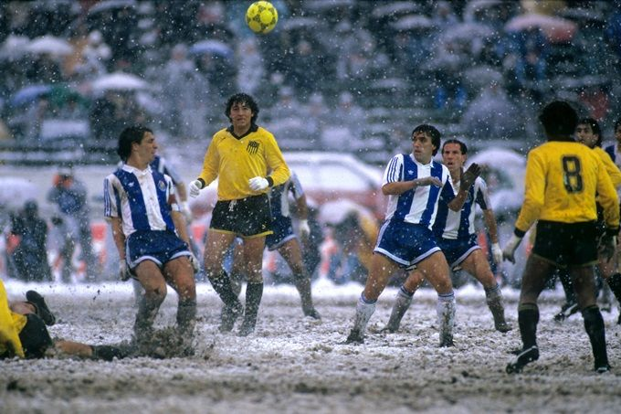 Soccer - Intercontinental Cup Final - Toyota Cup - FC Porto v C.A. Penarol - National Stadium - Tokyo. Despite the abysmal state of the pitch, the 1987 Intercontinental Cup Final between Porto and Penarol at Tokyo's sleet-filled National Stadium went ahead.