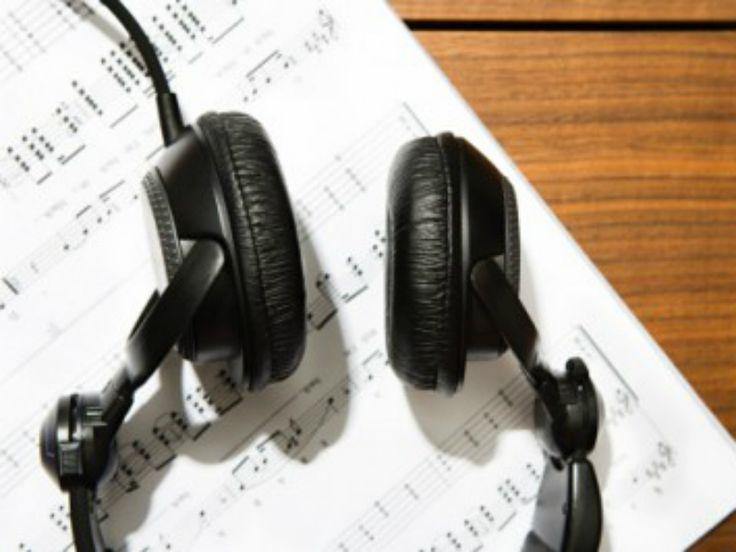 """O projeto """"Tem Viola no Rock"""" reúne música caipira e clássicos do rock em apresentações com grandes nomes dos dois estilos."""