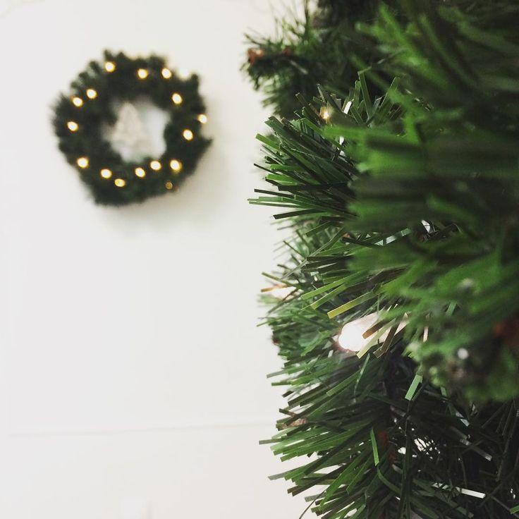 Xmas decorations @retouchevolos  happy December girls! And @konsmari @elena_retouche  @panagiotideve #woodworklab #xmas #retouche  #christmas #decoration #xmastree #garland #xmaslights #green