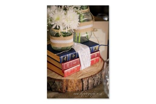 Jacobs jars, readers digest books, wood slices and hessian runners. Do not forget the oh so beautiful gerbra daisies. Lurveeeee it!!!