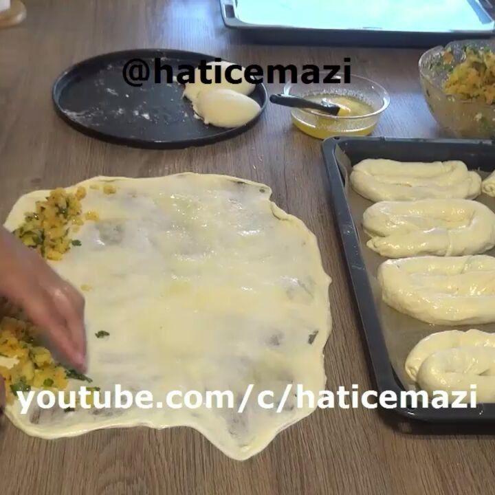 """8,788 Beğenme, 193 Yorum - Instagram'da Hatice Mazi (@haticemazi): """"Hayirli aksamlar ❤Bugün sizlere cok kolay olan el acmasi patatesli börek tarifi verecem.Yaparken…"""""""