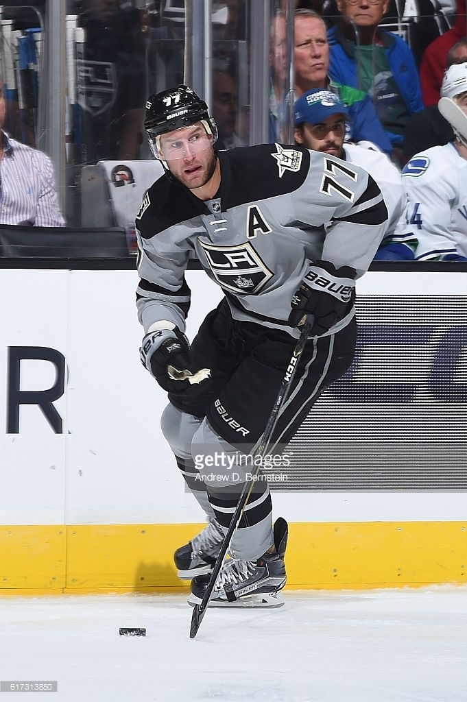 Jeff Carter #77 of the Los Angeles Kings handles the puck during a game against the Vancouver Canucks at STAPLES Center on October 22, 2016 in Los Angeles, California. #LAKings #WeAreAllKings