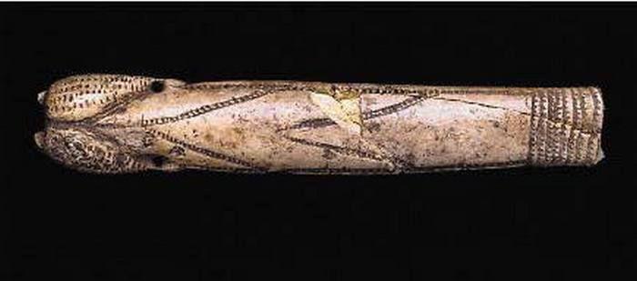 Артефакт времён неолита. Фаллос из слоновой кости, Франция. Неолит.