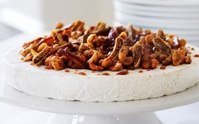 Brie cheesecake with nuts and figs