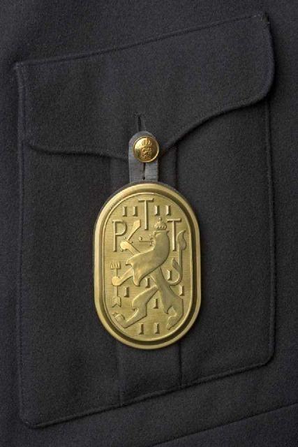 @muscom_nl Uniformplaat (N.P. de Koo, 1939): je bent postbode of je bent het niet! http://t.co/g7sr8ShP #collectievissen #rangenenstanden