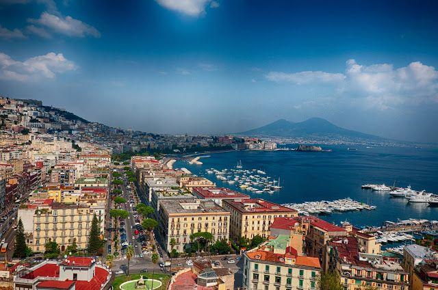 Napoles, belleza a la sombra del Danubio     Nápoles es la ciudad de los contrastes: provocativa, generosa, traicionera y, sobre todo, hermo...