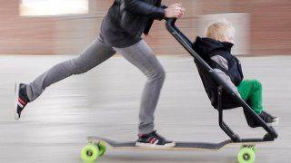 La poussette skateboard : nouvelle tendance pour les parents branchés ? - Magicmaman.com