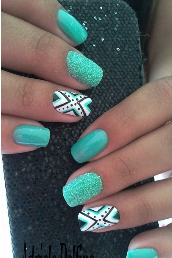 I fall in love with these nails every time I see them!