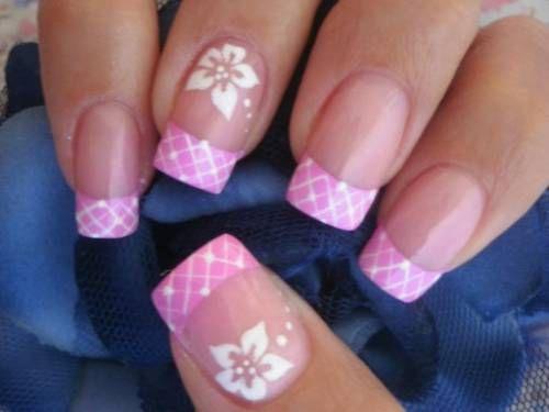 unhas decoradas com flores rosa