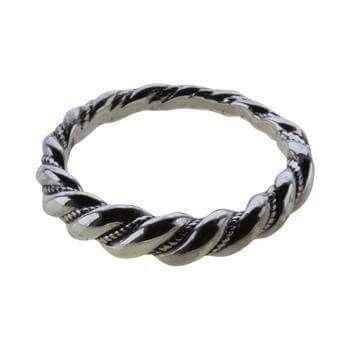 Snoning. Fundet ved Gyldensgård i Vester Marie Sogn på Bornholm i 1901. Sølv.: 220 kr er i str. 54, 56, 58, 60. Ringen er fremstillet af  snoede tråde og viser smedens  dygtighed. Ringe, oprindelig ofte armringe, blev  brugt til pynt, men også som  betalingsmiddel, og lignende ringe  er blevet fundet mange steder i  Danmark.