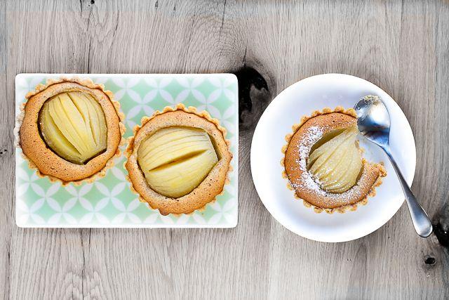Mini tarte cu pere si frangipane