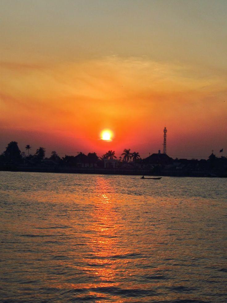 My Pocket Camera Get Action: Aku dan Sunset tepian Berau - Kalimantan Timur