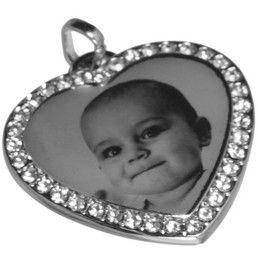 Pandantiv inimioara pentru gravura din inox cu pietre CZ. Inimioarele gravate sunt bijuterii ideale pentru cadouri personalizate prin gravura.