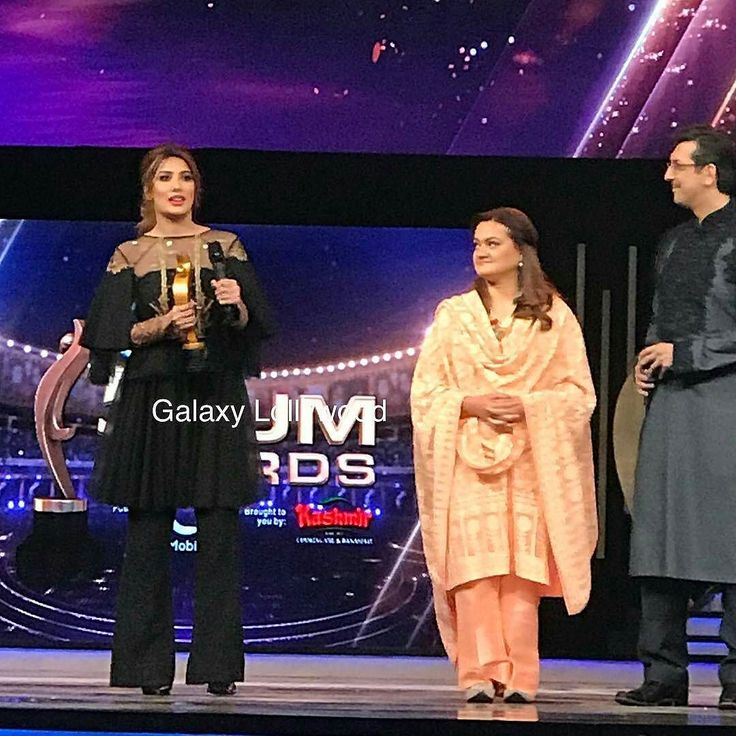 A correction people ... I saw award in her hand and I quickly assumed it  REPOST from @galaxylollywood -  Blockbuster film #ActorInLaw gets recognised at the #HumAwards ! #MehwishHayat accepts the award. #HumAwards2017 #GLxHUM17 #HUMAwards -