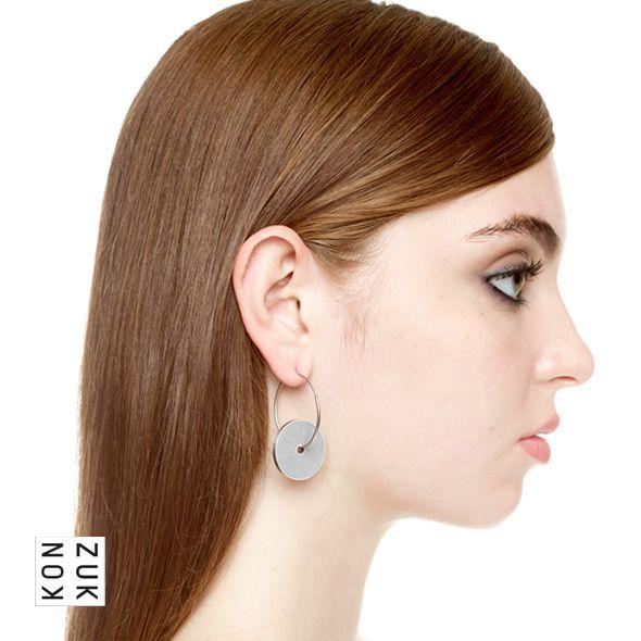 KMe210 Discus Concrete Earrings