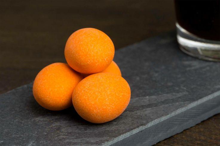 > Dazzle van de week <  Nog even door genieten van het weekend met onze Tipsy Orange Dulcis! Een met zorg geselecteerde amandel in een dikke laag melkchocolade met een twist van sappige Spaanse sinaasappel. Die extra vitamines kunnen we wel gebruiken!!   #Dazzles #Chocolate #Chocolade #Dazzle #Dazzlevandeweek #Tipsy #Orange #Dulcis #Tipsyorangedulcis #OrderNow #InstaFood #FeelGood #FeelGoodFood #Goodstarttotheweek #Goodstarttotheday